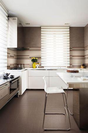 layers baiadera piastrella grande formato rivestimento tinta unita righe colore bagno cucina